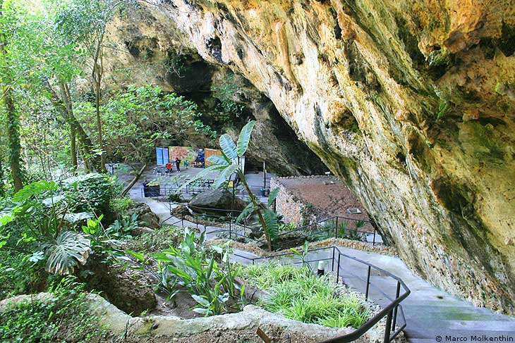 Eingang zu den Tropfsteinhöhlen